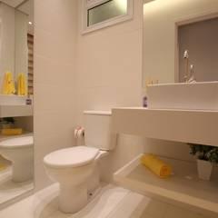 Salle de bains de style  par Pricila Dalzochio Arquitetura e Interiores, Moderne