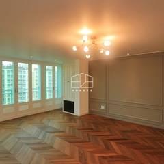[프렌치 모던 느낌의 아파트 인테리어 37py]: 홍예디자인의  거실,클래식