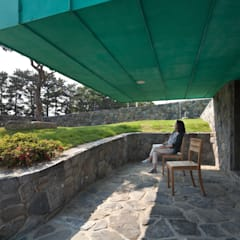 TOWER HOUSE: ON ARCHITECTURE INC.의  베란다
