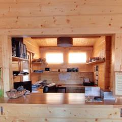 Exposición de casas de madera: Estudios y despachos de estilo  de CASAS DE MADERA CUNI