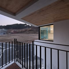 DOUBLE HOUSE: ON ARCHITECTURE INC.의  베란다