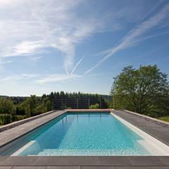 Mehr Panorama geht eigentlich nicht: ausgefallener Pool von Hesselbach GmbH