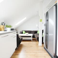 Lounge - Green Residence Villa Apartment - made by N51E12:  Hotels von N51E12 - design & manufacture