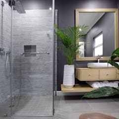 Bathroom by JSD Interiors,