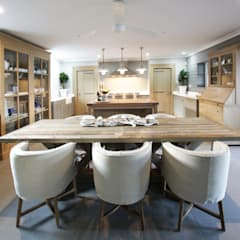 Kitchen & Dining:  Built-in kitchens by JSD Interiors