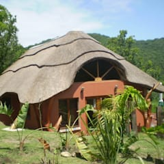 Thatch Roofs & Homes:  Houses by Cintsa Thatching & Roofing, Rustic