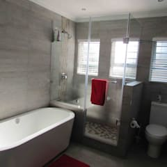 Extentions and Renovations:  Bathroom by DG Construction