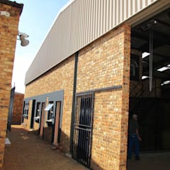 Commercial Renovation:  Office buildings by DG Construction,