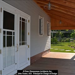 Boathouse Porch:  Patios & Decks by John Toates Architecture and Design