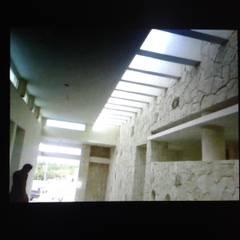 RESIDENCIA RESIDENCIAL LAGOS DEL SOL CANCUN: Paredes de estilo  por sanmartiarquitectos