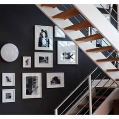 Intervención Bochera en Brooklyn NY.: Pasillos y recibidores de estilo  por La Bocheria