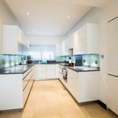 White gloss U shape kitchen:  Kitchen by Schmidt Kitchens Barnet