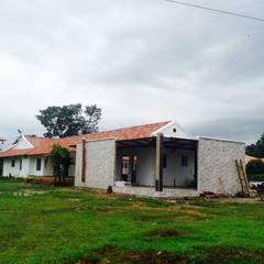 Casa Campestre - vista posterior: Casas de estilo  por ARQUITECTOnico