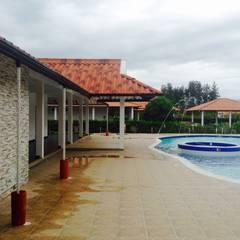 Casa Campestre - zona de piscina: Piscinas de estilo  por ARQUITECTOnico
