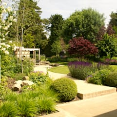 Contemporary Surrey Garden with Outdoor Kitchen.:  Garden by Elks-Smith Landscape and Garden Design