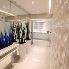 Apartamento WM: Corredores e halls de entrada  por Ana Gabriela Moro Interiores