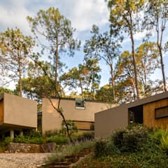 Houses by Weber Arquitectos