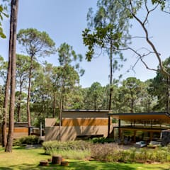 Cinco Casas (2015): Casas de estilo  por Weber Arquitectos,