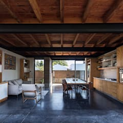 rustic Kitchen by MORO TALLER DE ARQUITECTURA