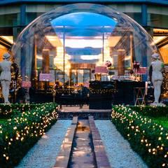 Bar sous bulle Hôtel du Collectionneur: Lieux d'événements de style  par JC Keller