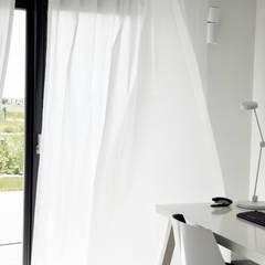 D.01 _ gabinet: styl , w kategorii Domowe biuro i gabinet zaprojektowany przez PULVA