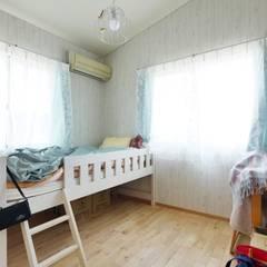 Quartos de criança  por 池田デザイン室(一級建築士事務所)