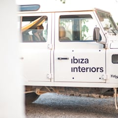 Ibiza Interiors - Nederlandse Architect Ibiza: akdeniz tarzı tarz Garaj / Hangar