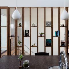 風と光と暮らす家: 設計事務所アーキプレイスが手掛けた窓です。