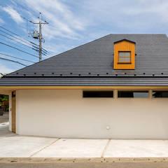 宇都宮・屋根の家: 中山大輔建築設計事務所/Nakayama Architectsが手掛けた壁です。,