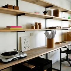 : Estudios y oficinas de estilo industrial por Paula Herrero | Arquitectura