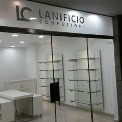 TIENDA LANIFICIO: Espacios comerciales de estilo  por 3 DECO