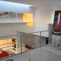 CASA RBL - Estudio FERNANDEZ+MEGO: Estudios y oficinas de estilo  por Estudio Fernández+Mego