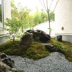 枯山水 坪庭: 作庭処 植徳が手掛けた庭です。