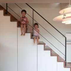ゴトオリの家: FrameWork設計事務所が手掛けた廊下 & 玄関です。