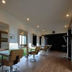 美容室Frank (店舗併用住宅): FrameWork設計事務所が手掛けた和室です。