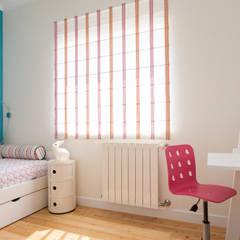 Moradia c/ 2 quartos - Cascais: Quartos de criança  por Traço Magenta - Design de Interiores