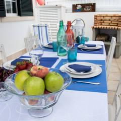 Uma casa turística rodeada de serra e mar: Terraços  por alma portuguesa