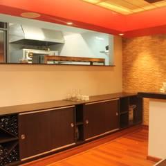 JENO'S PIZZA GOURMET / USAQUÉN / BOGOTÁ D.C / SEPT 2012: Locales gastronómicos de estilo  por Kraft Atomo Arquitectura / Urbanismo / Paisajismo