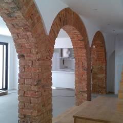 Apartment refurbishment - Estefânea, Lisbon 2016: Cozinhas  por QFProjectbuilding, Unipessoal Lda