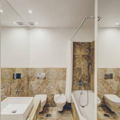 """Casa Pombalina: """"de velho a novo"""".: Casas de banho  por Obrasdecor"""