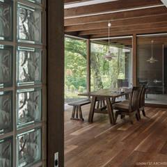 ダイニング~041軽井沢Mさんの家: atelier137 ARCHITECTURAL DESIGN OFFICEが手掛けたダイニングです。