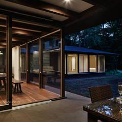 041軽井沢Mさんの家: atelier137 ARCHITECTURAL DESIGN OFFICEが手掛けたテラス・ベランダです。,クラシック 木 木目調