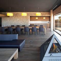 Vista interior: Locales gastronómicos de estilo  de Estudi.Alfred Garcia Gotós