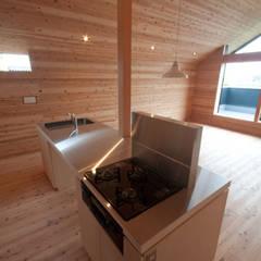 神戸町の家: FrameWork設計事務所が手掛けたキッチンです。