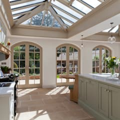 Luxurious Kitchen Diner Conservatory:  Conservatory by Vale Garden Houses