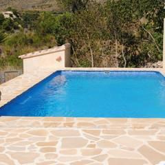 泳池 by CONSTRUCCIONS VICTOR IVARS IVARS