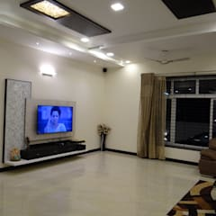residence of Mr.Lakshman soni:  Living room by Hasta architects