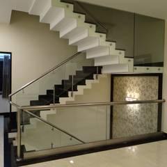 Stairwell:  Corridor & hallway by Hasta architects