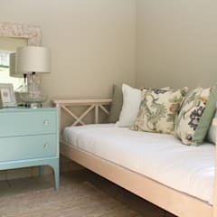 morningside apartment:  Bedroom by BHD Interiors,