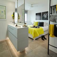 dormitorio principal: Dormitorios de estilo  de Molins Interiors
